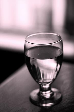 ¿Sirve el agua para bajar de peso?