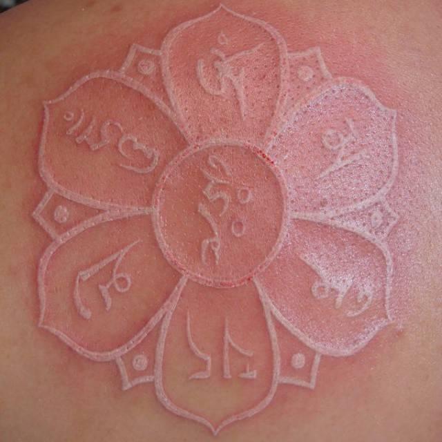 Tatuajes tinta blanca2
