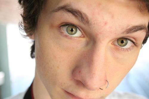 piercing en la nariz para hombres