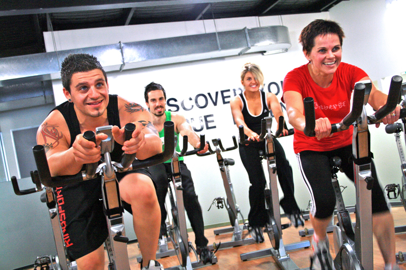 Ejercicios con bicicleta fija para bajar de peso y mejorar tu salud